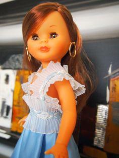 Tengo una muñeca vestida de azul: Fiesta en raso