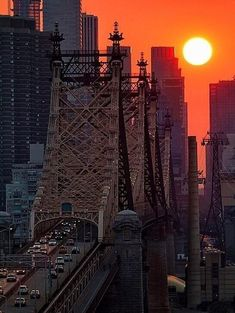 Sultry Sunset in NYC by Inga SardaSorensen - Big, bold sun sets by Street Bridge in New York City. Oh The Places You'll Go, Places To Travel, Travel Local, Travel Tips, Beautiful Sunset, Beautiful Places, Amazing Sunsets, Simply Beautiful, New York City