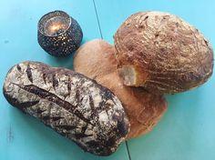 Erbjudande idag! Ta med dig egen kasse hemifrån så fyller vi den med dessa tre bröd (surdegsbröd ciabatta hasselnöts&fikonbröd) för endast 140kr! Välkomna #miljöhjältar