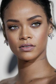 [ Pinterest : Ndeye Ndiaye ] RIHANNA | Regardez son makeup : tellement naturel…