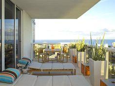 Balcony with modern planters - Decoist