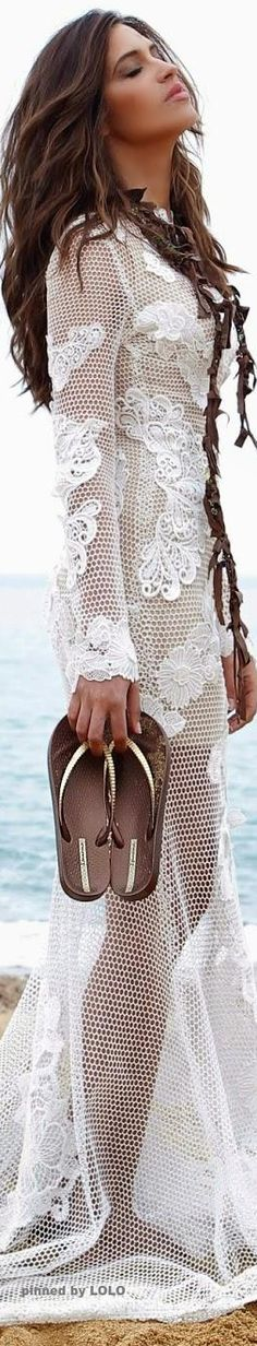 boho crochet lace Sara Carbonero for Ipanema Look Boho Chic, Bohemian Style, Ibiza Look, Look Fashion, Womens Fashion, Bohemian Fashion, Moda Boho, Mode Outfits, Boho Gypsy