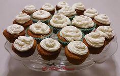 I cupcake allo zabaione sono dei deliziosi muffin realizzati con lo zabaione e ricoperti di un'irresistibile crema a base di ricotta e zabaione.
