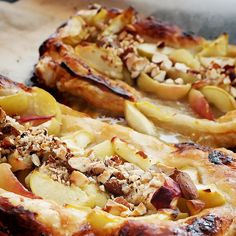 puff pastry with peaches and almonds