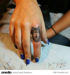 diseños de tatuajes 2019 30 Elegant Finger Tattoos for Women - Tattoo Designs Photo Small Wolf Tattoo, Small Tattoo Placement, Cool Small Tattoos, Trendy Tattoos, Lone Wolf Tattoo, Wolf Pack Tattoo, Tattoo Placements, Subtle Tattoos, Girly Tattoos