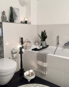 Ab in die Wanne! Off to the tub! We would like to be inside now. A good book, a few candles and a beauty evening is nothing in Decoration Photo, Bathtub Decor, Bath Rugs, Black House, Interiores Design, Modern Decor, Home Accessories, Sweet Home, Room Decor