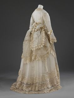 1872-1874, United Kingdom or France - Wedding dress - Silk gauze, trimmed with silk embroidered net lace, silk satin, lined with silk