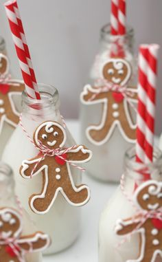Adorable gingerbread idea.  Could be used with clear glass Irish Coffee mugs.  Tie the cookies to the top of the handle.  <3