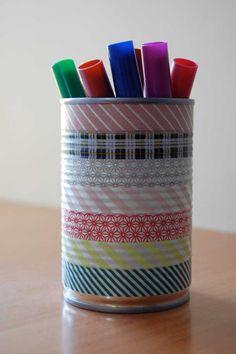 Maak met masking tape een pennenblik van een conservenblik