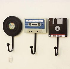 Wandhaken Shabby Chic Deko Tape Record Haken Kreative Kleiderbügel Deko A . Wall Mounted Key Holder, Wall Key Holder, Key Holders, Record Holder, Cute Dorm Rooms, Cool Rooms, Retro Home Decor, Diy Home Decor, Decor Crafts