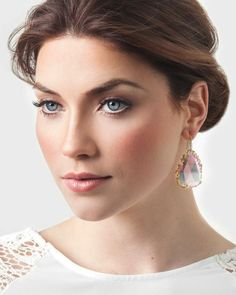 Really liking this iridescent #bridal #jewelry - Bridal Jewelry By Kendra Scott | Bridal Musings Wedding Blog #TuesdayTrend