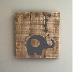 Cadre Éléphant fait de palette recyclé par Lilyetcompagnie sur Etsy