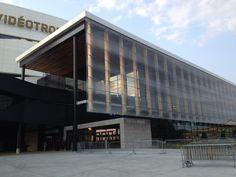 Centre Vidéotron_Québec Fournisseur de bois lamellé-collé: Nordic Structures Bois Centre, Outdoor Decor, Home Decor, Wood Construction, Decoration Home, Room Decor, Interior Design, Home Interiors, Interior Decorating