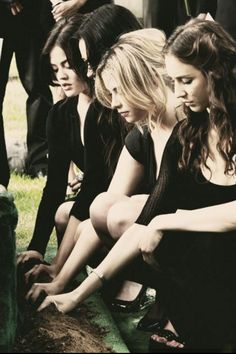 Lucy Hale (Aria) , Shay Mitchell (Emily) , Ashley Benson (Hanna) , & Troian Bellisario (Spencer) - Pretty Little Liars