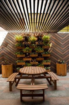Busca imágenes de diseños de Paisajismo de interiores estilo  de OPENIDEAS. Encuentra las mejores fotos para inspirarte y crear el hogar de tus sueños.