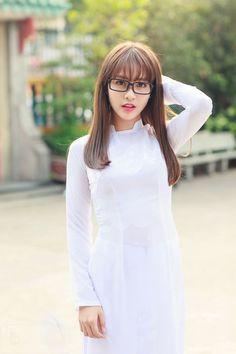 Kể từ khi bước vào làng giải trí, Khả Ngân đã thay đổi rất nhiều về phong cách ăn mặc. Gu thời trang của cô nàng hot girl ngày càng được đánh giá cao.