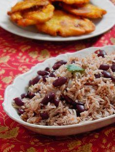 Riz collé aux haricots rouges   recette haïtienne(à faire avec du tofu fumé) Veggie Recipes, Vegetarian Recipes, Healthy Recipes, Veggie Food, Risotto, Confort Food, Haitian Food Recipes, Creole Recipes, Island Food