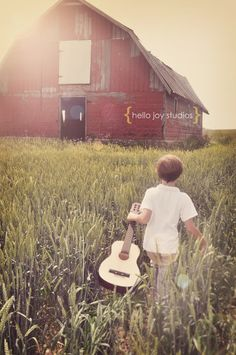 I love this country theme photo session idea! Child Photography ♡ Summer photoshoot idea for a family session as well.