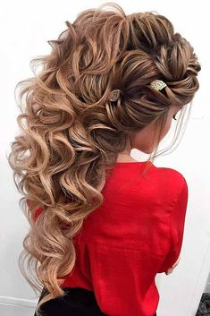 Prom hairstyles are supposed to be elegant and sophisticated because this occasion is quite formal. But no one cancels the necessity to follow the newest trends. So, we have a gallery where you can find it all. We have found popular and chic formal hairstyles for your inspiration. #hairstyles #hairstylesforlonghair #promhairstyles