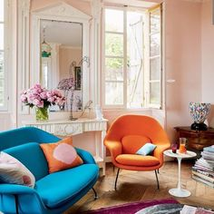 Happy Friyay! Thanks to @thestylebalance for alerting me to this stunning set up. Who would have thought that pops of bright orange and blue against a soft pink background would look so amazing? I mean, it would be hard to go wrong with those windows and that parquet floor, but still - 😍😍😍. Photo: Pascal Chevallier via @vogueliving. #pinkwalls