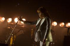 Florence + The Machine seizes her moment at Glastonbury 2015 / DIY #merchantarchive