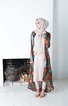 Abaya Dubai and Hijab Fashion for Arabic Muslims style of some Abaya Designs, we can buy Abaya Online many Abaya dress in Muslim Fashion. Islamic Fashion, Muslim Fashion, Modest Fashion, Trendy Fashion, Fashion Ideas, Fashion Styles, Muslim Dress, Hijab Dress, Hijab Outfit