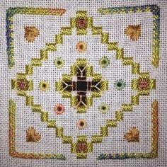 Tecido: 25CT Branco Lugana  Tópicos: DMC perle n º 5 (371) / Anchor perle n º 8 (371) / Criação de algodão trançado de Carrie (Bittersweet, ouro antigo) / Caron Aguarelas (76 Woodland)