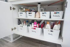 Organisation for a tidy bathroom Under Sink Organization Bathroom, Bathroom Cupboards, Care Organization, Bathroom Cleaning, Organized Bathroom, Toiletry Organization, Organizing Ideas, Ikea Drawer Dividers, Sink Organizer
