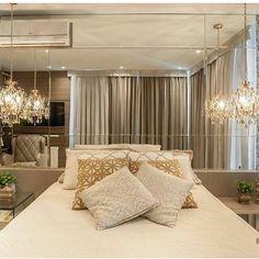 19 new ideas bedroom design master romantic chandeliers Bedroom Green, Dream Bedroom, Bedroom Decor, Bedroom Ideas, Master Bedroom Design, Suites, Bedroom Vintage, Minimalist Living, Luxurious Bedrooms