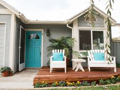 Ideas bungalow remodel beach cottages for 2019 Beach Cottage Style, Beach Cottage Decor, Cottage Design, House Design, Cottage Decorating, Decorating Ideas, Interior Decorating, Cottage Plan, Cottage Ideas