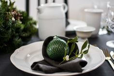 Natural Christmas wreath in the middle of table can not be missing! More of this minimalistic Scandinavian table set up with Lyngby Porcelæn table ware and spirit of Christmas you can found on the blog