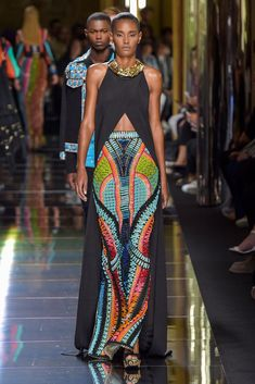 not so much the top, but that skirt is everything. african fashion Balmain Men's Spring 2017 Love Fashion, Fashion News, High Fashion, Fashion Show, Fashion Design, Fashion Trends, Fashion 2020, Couture Fashion, Runway Fashion