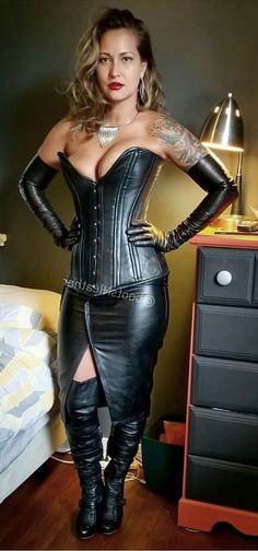 A collection of images of Mistresses, Dommes and just generally Dominant Women. Leather High Heel Boots, Black Leather Gloves, Leather And Lace, Leather Pants, High Boots, Leather Bustier, Leder Outfits, Dress Attire, Sexy Corset