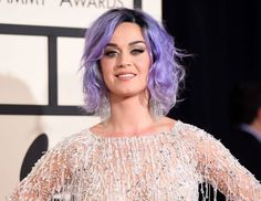 Best known for her music, Katy Perry has got an impressive collection of tattoos. Let us have an idea on Katy Perry tattoos with their meanings. Katy Perry Grammy, Katy Perry Purple Hair, Keti Perri, Pelo Multicolor, Hair Evolution, Bright Hair Colors, Hair Colours, Rainbow Colors, Tim Beta
