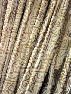 Curtain with Arabic typography. How To Write Calligraphy, Islamic Calligraphy, Graphic Design Art, Book Design, Moroccan Décor, Arabian Decor, Arab Style, Arabic Design, Arab Fashion