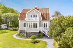 Nordic Home, Scandinavian Home, Sims Building, Building A House, Swedish Cottage, Sweden House, Yellow Houses, House Layouts, House Goals
