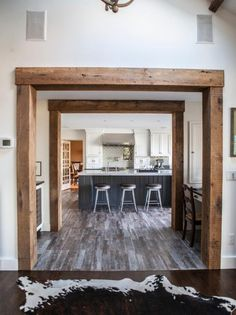 40 Trendy Rustic Door Frame Ideas Wood Beams - Dream home Archway Molding, Wood Molding Trim, Moldings, Home Renovation, Home Remodeling, Faux Wood Beams, Faux Ceiling Beams, Diy Rustic Decor, Rustic Luxe