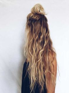 ▷ 1001 + coiffures impeccables en style blond californien - Trend Hair Makeup And Outfit 2019 Messy Wavy Hair, Long Curly Hair, Curly Hair Styles, Long Blonde Curly Hair, Long Thin Hair, Straight Hair, Dark Hair, Face Shape Hairstyles, Wavy Hairstyles