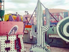 One of the best things to do in Las Vegas, The Neon Boneyard has all of Vegas' old signs. It's beautiful- you can even have your wedding here!