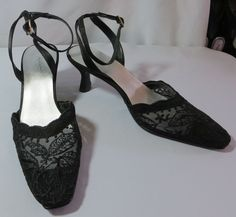 """JACQUELINE FERRAR"" BLACK FABRIC LACY SHOES SIZE 8 - PLEASE SEE ALL PICTURES #JACQUELINEFERRAR #PumpsClassics"