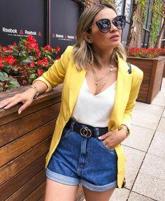 mom jeans, blusa branca e blazer amarelo alongado.Short mom jeans, blusa branca e blazer amarelo alongado. Blazer Outfits Casual, Chic Outfits, Trendy Outfits, Fall Outfits, Summer Outfits, Fashion Outfits, Blazer Fashion, Dress Outfits, Mode Ootd