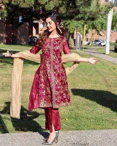 Pakistani Frocks, Pakistani Models, Pakistani Fashion Party Wear, Pakistani Dresses Casual, Wedding Dresses For Girls, Dresses Kids Girl, Frock Style Kurti, Classy Suits, New Dress