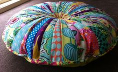 circular floor cushion DIY for the kids to use in the sunroom