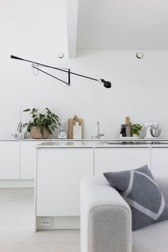 Today we bring you this gallery with a selection of Scandinavian home design ideas usin Home Decor Kitchen, Interior Design Kitchen, Home Kitchens, Dining Room Tables Ikea, Piece A Vivre, Dining Room Lighting, Loft, Scandinavian Style, Scandinavian Lighting
