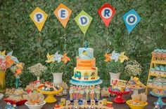 Um tema de festa infantil criativo e diferente e decor assinada pela mãe do Pedro Henrique com pipas, peões, bolinha de gude, cataventos e +! Baby Boy Birthday, Bday Girl, 2nd Birthday, Birthday Parties, Cloud Party, Baby Shower Parties, Holidays And Events, Wild Ones, First Birthdays