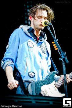 Josh Klinghoffer ((my ❤)) Josh Klinghoffer, Children Of Bodom, Bullet For My Valentine, Jack White, Music Stuff, Cute Boys, Rock And Roll, Stuffed Peppers, Actors