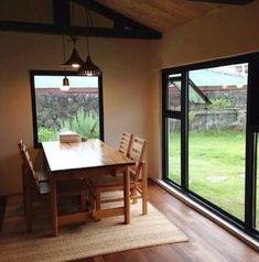 [BY 제주발견] 온전히 우리가족만 사용할 수 있는, 프라이빗한 독채 렌트하우스를 소개한다. 편안한 ... Forest House, Interior Architecture, Sweet Home, Dining Room, Windows, Places, Travel, Korea, Architecture Interior Design