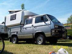 This vw double cab syncro has a rear camper with an angled pop top. i haven't seen many of these rear campers with a pop top, and i'd sure like to Vw Transporter Camper, Vw Bus T3, Pickup Camper, Truck Camper, Pop Top Camper, Vw T3 Syncro, Brick Yard, Day Van, Cool Campers