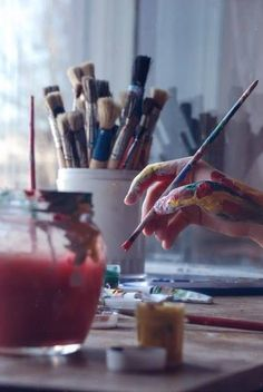 This hand is sooo me...If anyone has ever been around me while I'm painting...They will see that I use my hands and arms as palette...I miss painting!!!