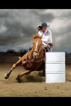 <3 just awesome, totally admire cowgirls who can barrel race